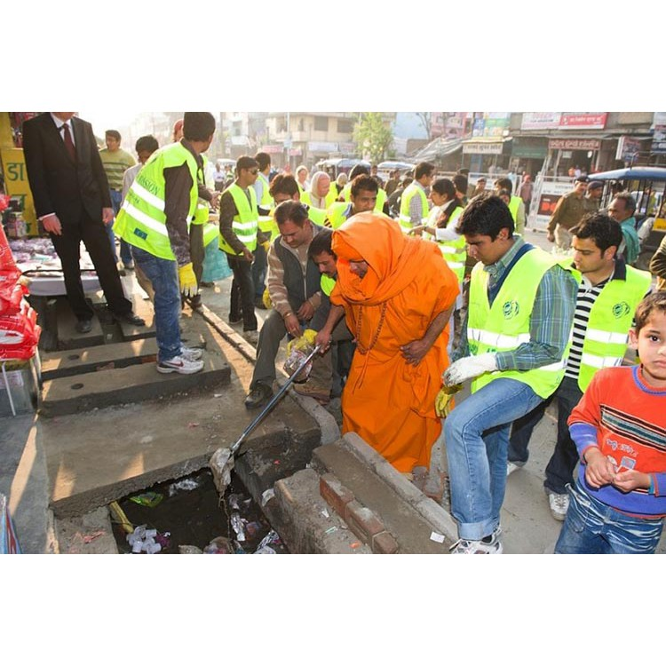 Cleaning streets of Haridwar